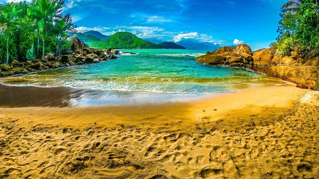 Pequena orla da Praia do Português, que tem apenas 25 metros aproximadamente