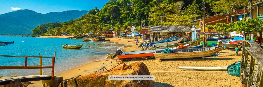 Barcos na vila de Picinguaba, onde ocorrem as saídas para a Ilha das Couves