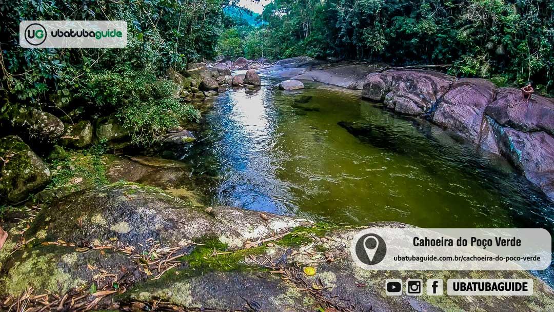 Águas esverdeadas em um dos poços da Cachoeira do Poço Verde em Ubatuba
