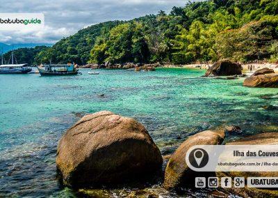 Da costeira é possível perceber as formações rochosas submersas na Praia de Fora ou Praia Maior, na Ilha das Couves