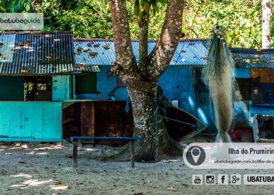 Construções rústicas que são utilizadas como quiosques na Ilha do Prumirim