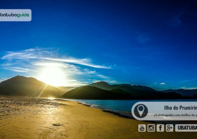 Sol se ponto por trás da Serra do Mar em um final de tarde maravilhoso na ilha