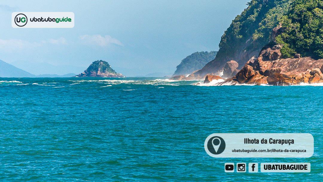 Ilhota da Carapuça distante no horizonte registrada a partir da Praia do Camburi das Pedras