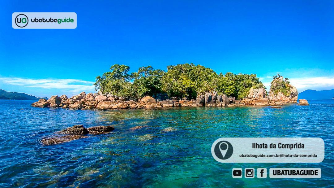Águas cristalinas ao redor da Ilhota da Comprida revelam o local como um excelente ponto de mergulho em Ubatuba