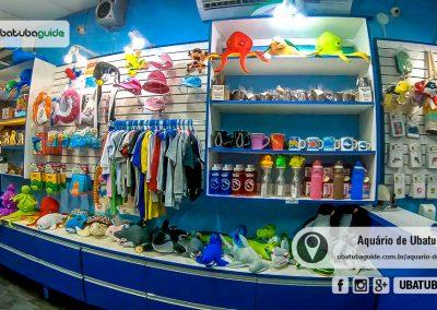 Prateleiras da AquaLoja repleta de produtos sustentáveis