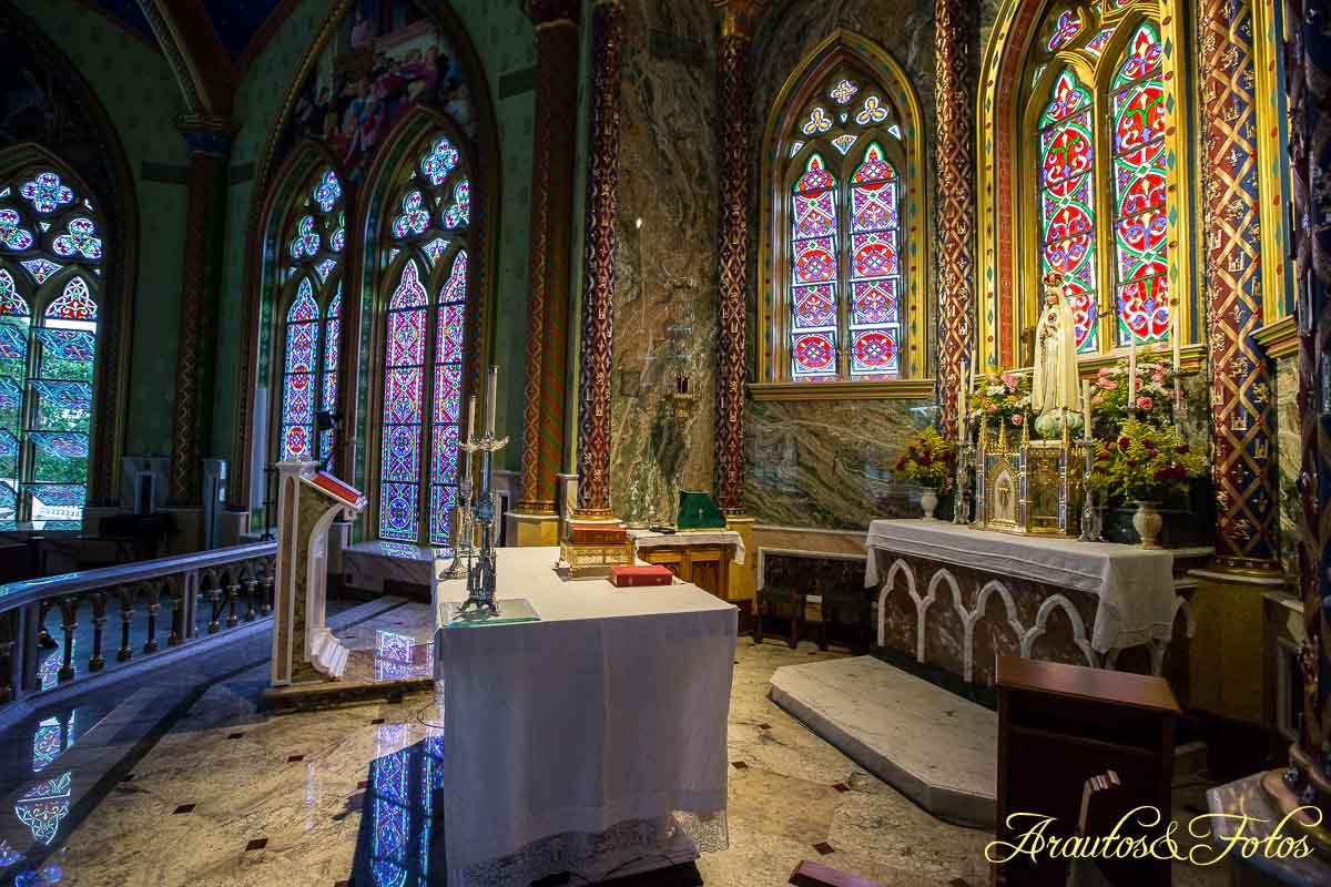 Interior da Capela/Igreja Nossa Senhora de Fátima - Castelo Arautos do Evangelho em Ubatuba