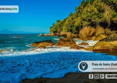 Costeira da Praia do Cedrinho banhada pelos raios solares ao entardecer, um dos melhores pontos e praias de Ubatuba para mergulho livre recreacional