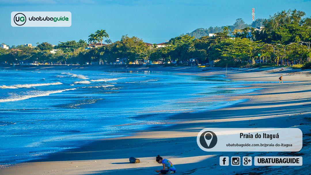 Orla da Praia do Itaguá no final de tarde. No Itaguá você encontrá diversas empresas que oferecem passeio de escuna em Ubatuba