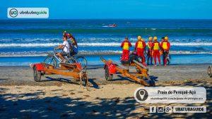 Guarda vidas na orla da Praia do Perequê-Açú, segura para crianças e uma das mais prais de Ubatuba mais procuradas por famílias