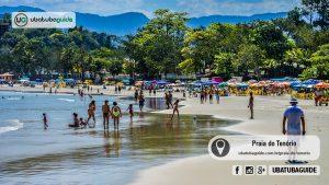 Panorâmica, com pessoas caminhando pela orla e tomando banho de mar na Praia do Tenório, uma das mais praias de Ubatuba no centro mais frequentadas por famílias