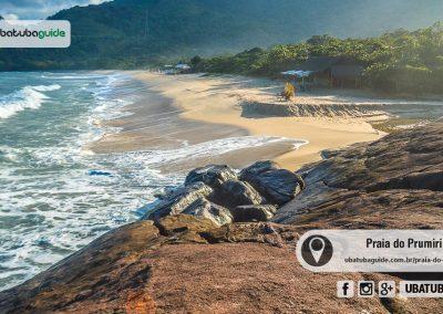 Mesmo sendo de tombo, o extremo direito da Praia do Prumirim é bom para banho de mar. Por ali há também um rio raso e sem correnteza, onde é possível aproveitar com bebês e crianças.