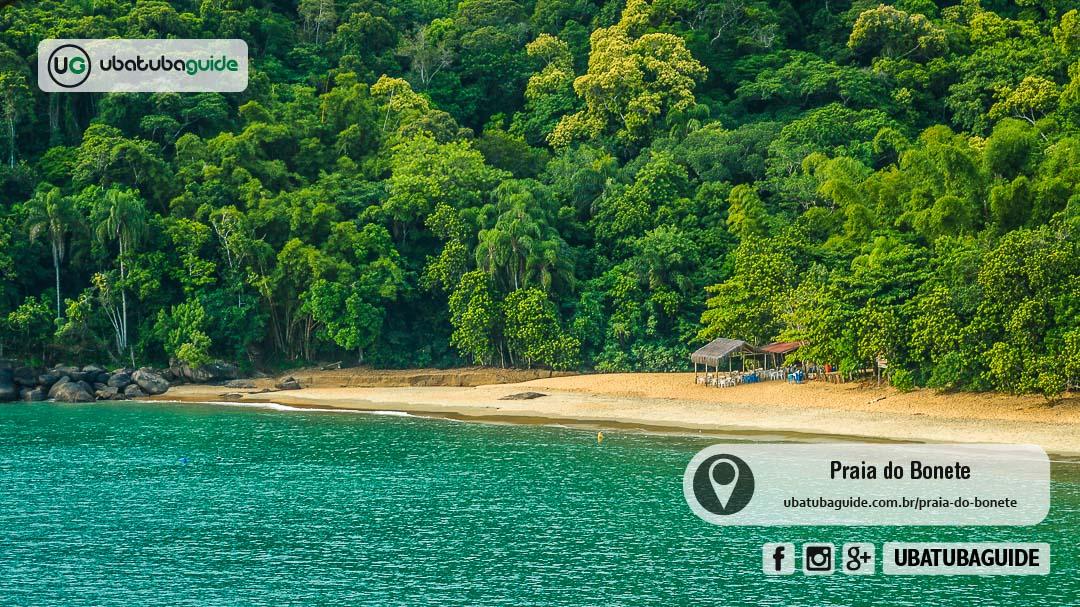 Fechado e solitário quiosque na Praia do Bonete em Ubatuba, uma das mais paradisíacas da Trilha das Sete Praias