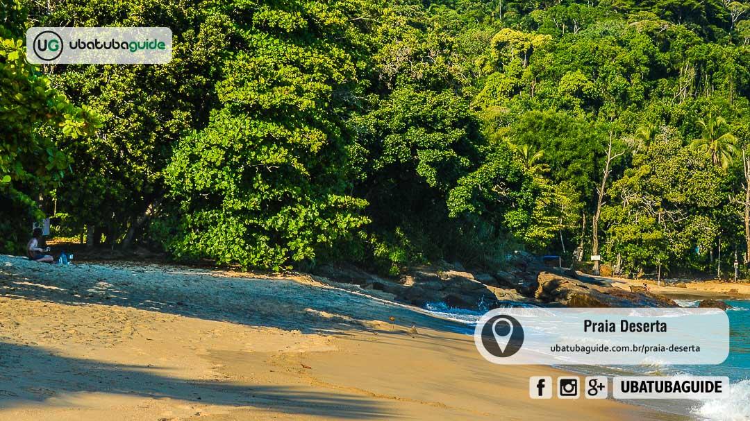 Densa vegetação e área sombreada, a Praia Deserta ou Praia do Deserto é separada de sua vizinha apenas por uma formação rochosa num dos trechos mais desafiadores da Trilha das 7 Praias