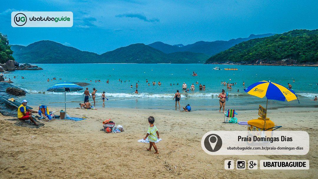 Com águas rasas e calmas, crianças podem entrar no mar com segurança. Uma boa praia para famílias em Ubatuba.