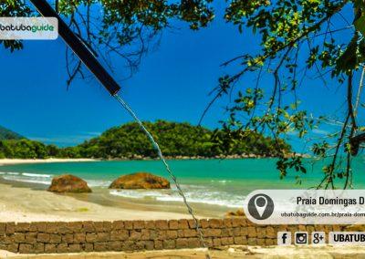 Reservada e com pouca infraestrutura comercial, a Praia Domingas Dias é boa para banho e para quem quer um pouco mais de discrição