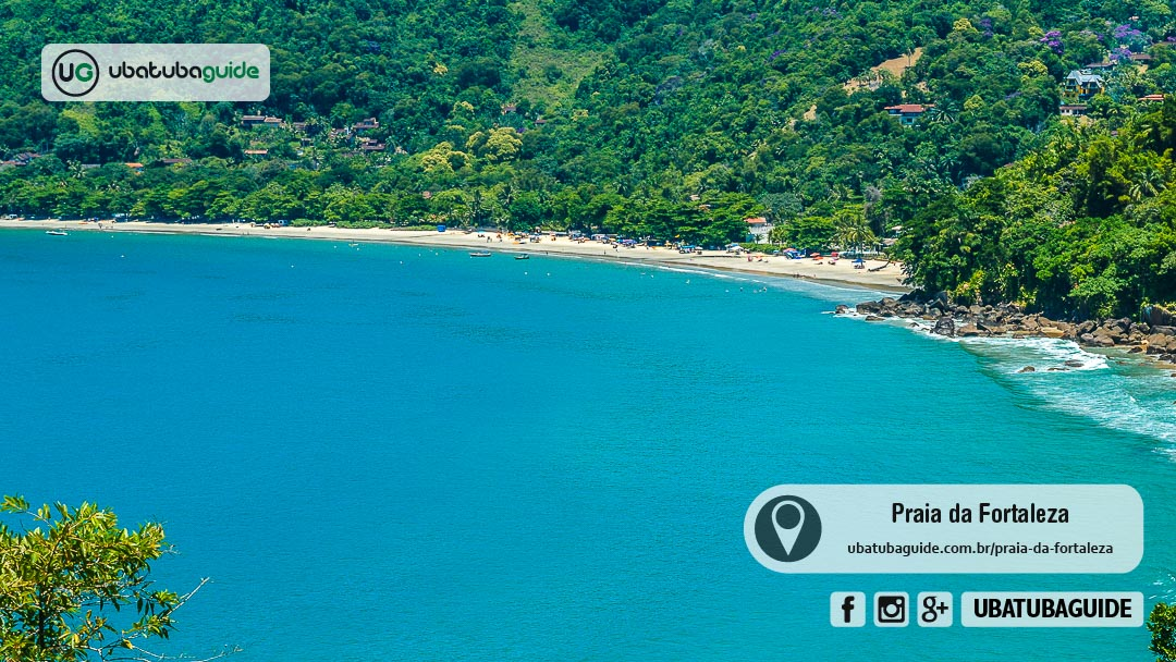 Panorâmica da Praia da Fortaleza, destino de famílias e onde fica uma famosa Piscina Natural em Ubatuba