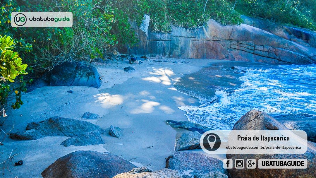 Seguramente uma das menores praias de Ubatuba, essa foto revela toda a extensão da Praia de Itapecerica, que possui menos de 10 metros